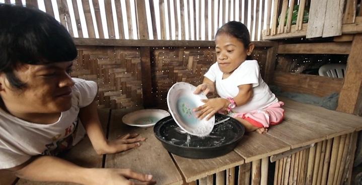 janice-wash-dish