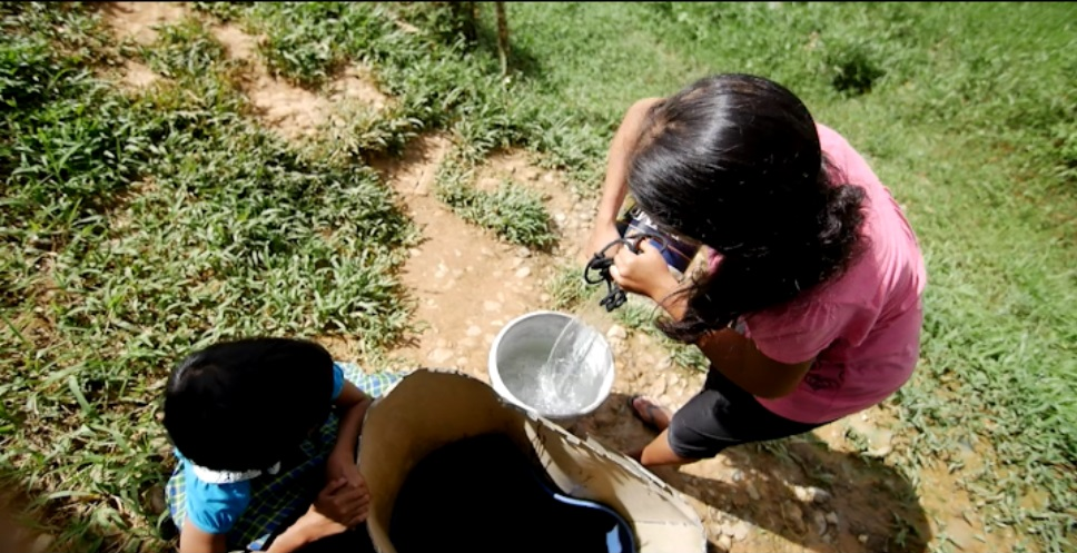 lourdes-and-niece-gets-water