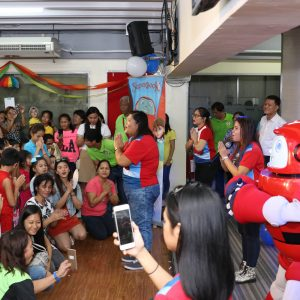 """Gizmo visits """"Jesus Is Lord"""" Church Makati   Superbook"""